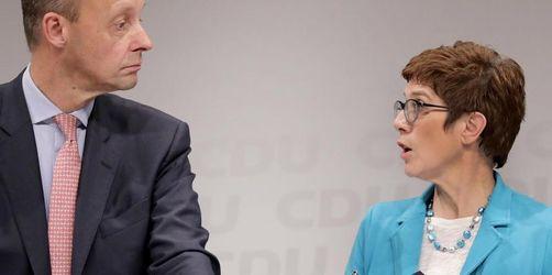 Kramp-Karrenbauer spricht mit unterlegenem Mitbewerber Merz
