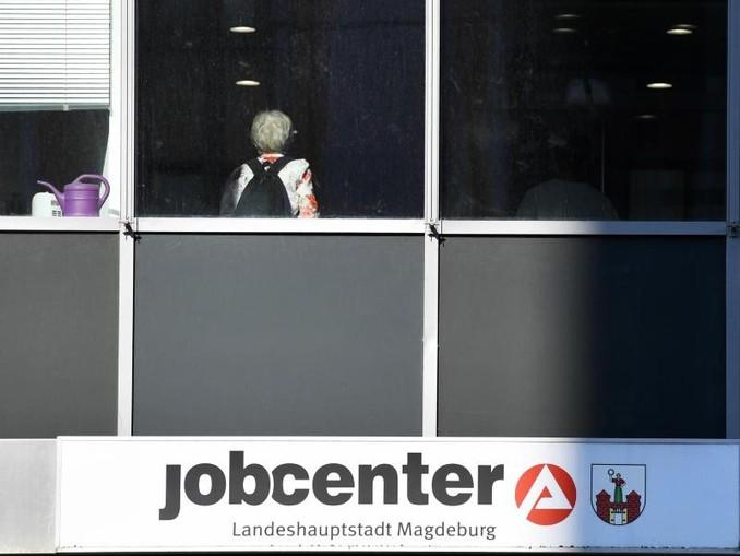 Nach Angaben von Experten haben immer mehr Menschen einen zweiten Job.