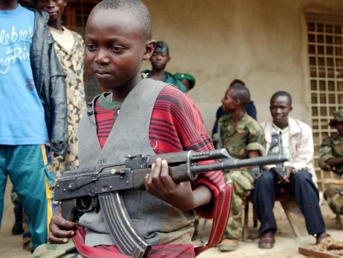 Invielen Konflikten werden Kinder als Soldaten eingesetzt. Foto:Maurizio Gambarini