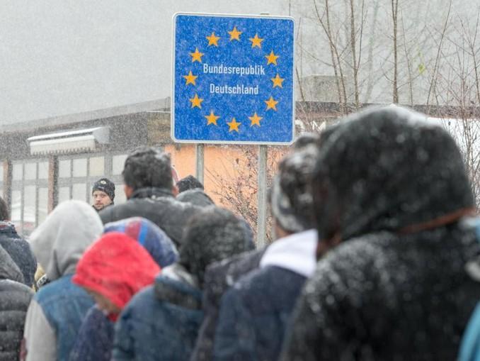 Flüchtlinge an der deutsch-österreichischen Grenze nahe Wegscheid im Herbst 2015.