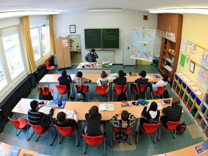 55 Prozent der über 1200 befragten Schulleiter nennen Lehrermangel als größtes Problem. An ihren Schulen ist demnach im Schnitt jede neunte Lehrerstelle nicht besetzt.