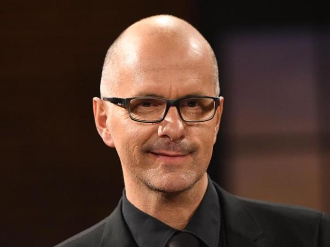 Der Schauspieler Christoph Maria Herbst hält nichts vom Schuleschwänzen.
