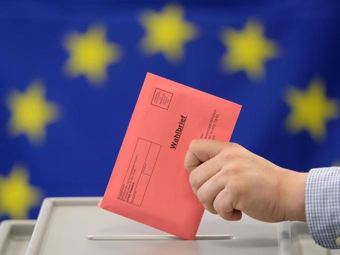 Eine Stimmabgabe für das Europäische Parlament. Jahrzehntelang waren viele Menschen mit einem gerichtlich bestellten Betreuer von Wahlen ausgeschlossen. Dies hat sich nun geändert.