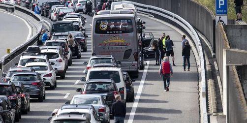 Mühseliger Start ins Osterwochenende: Staus auf Autobahnen