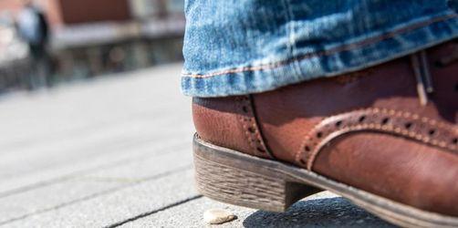 Städte kämpfen gegen Müll: 250 Euro für gespuckten Kaugummi