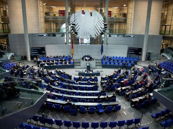 Der Gesetzesvorschlag von Innenminister Seehofer stößt bei der Opposition im Bundestag auf Kritik.