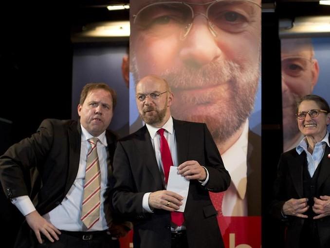 Axel Krauße (l-r), Sebastian Schäfer und Gundi-Anna Schick brillieren in «Die Schulz-Story». /Studio Theater Stuttgart