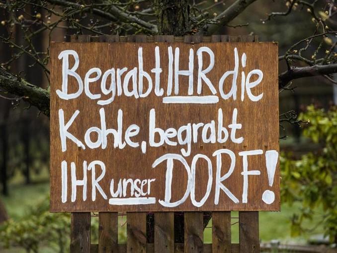 Die Abwanderung aus dem Osten hat viele Gründe - in Mühlrose in der Lausitz ist es das Aus für den Braunkohle-Tagebau.
