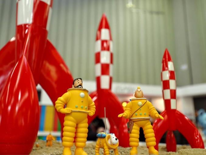 Die Comic-Figuren Kapitän Haddock (l-r), Struppi und Tim reisten schon 1954 auf den Mond.