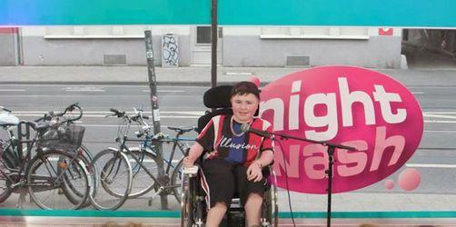 Carl Josef:Brillanter Teenie-Comedian im Rollstuhl