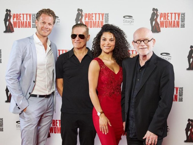 Mark Seibert (l-r), Bryan Adams, Patricia Meeden und Jim Vallance stellen «Pretty Woman - Das Musical» in Hamburg vor.