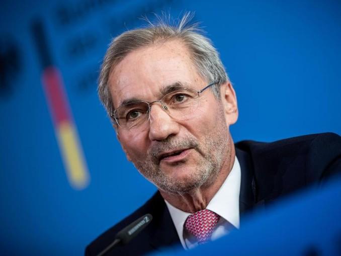 Matthias Platzeck Anfang Mai bei einer Pressekonferenz zur konstituierenden Sitzung der Kommission «30 Jahre Friedliche Revolution und Deutsche Einheit».