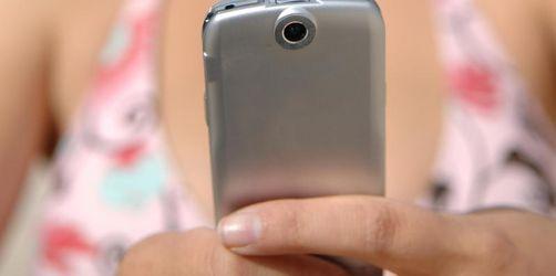 Porno im Klassenchat - Mehr Ermittlungen gegen Minderjährige