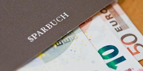 Politik will Strafzinsen für Kleinsparer stoppen