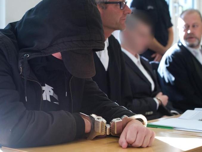 Die beiden Angeklagten während des Prozesses im Landgericht.
