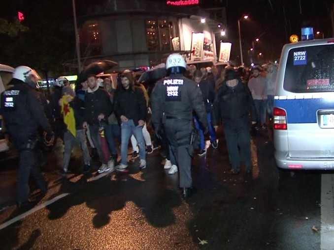 Demonstrationen gegen den türkischen Einmarsch in Nordsyrien in Bottrop. Foto: TNN/dpa