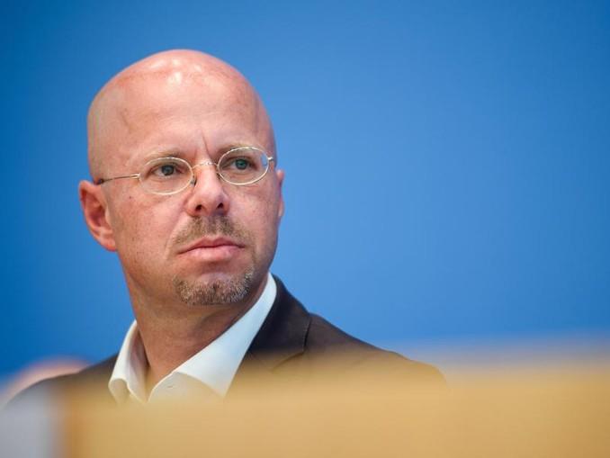 Brandenburgs AfD-Landeschef Andreas Kalbitz wurde in seiner Zeit bei der Bundeswehr vom Militärischen Abschirmdienst (MAD) zu rechtsextremistischen Bestrebungen befragt. /dpa