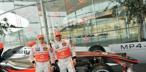Weltmeister Hamilton stellt neuen Silberpfeil vor