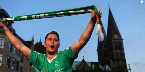 Pokalsieger Werder in Bremen begeistert empfangen