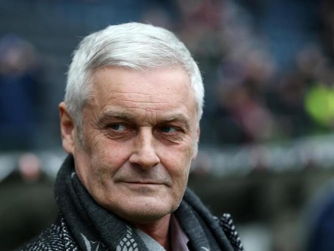 Kölns Sportdirektor Armin Veh gibt sich skeptisch.