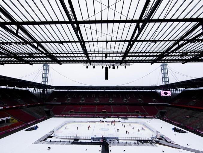 In Köln findet im Fußball-Stadion das 222. Eishockey-Rhein-Derby statt.