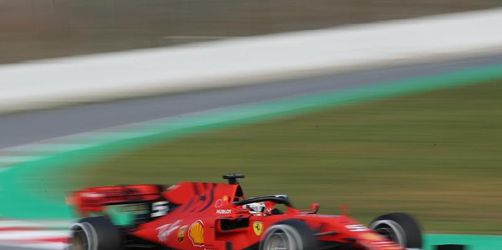 Vettel startet mit mehr als einer Renndistanz und Bestzeit