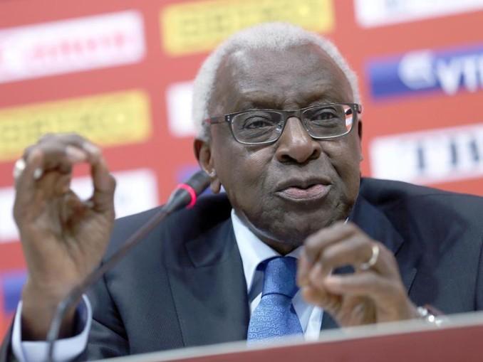 Der ehemalige Präsident der IAAF) Lamine Diack muss sich vor Gericht verantworten.