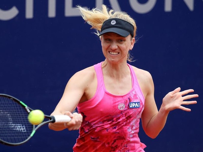 Tennisspielerin Mona Barthel aus Neumünster spielt den Ball.Foto:DanielKarmann