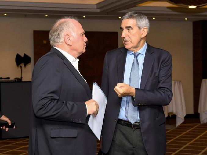 Uli Hoeneß (l) und Jordi Bertomeu. /Euroleague Basketball/Archivbild
