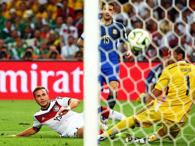 Mario Götze erzielt im WM-Finale 2014 den entscheidenden Treffer. /epa