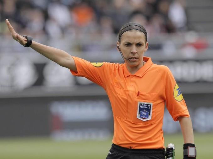 Schiedsrichterin Stéphanie Frappart wird den UEFA-Supercup leiten. /AP