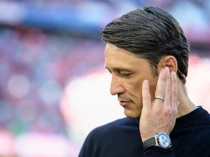 Trainer Niko Kovac vom FC Bayern München steht vor Spielbeginn am Spielfeldrand. /Archivbild
