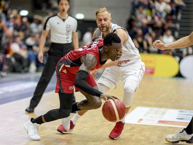 Die Basketballer um Dennis Schröder (l) wollen bei der WM möglichst überraschen.