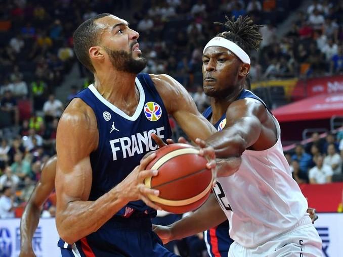 NBA-Center Rudy Gobert (l) führte die Franzosen zum Sieg. /XinHua