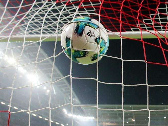 Ein Ball geht ins Netz. /Archivbild
