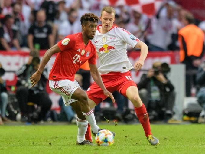 Könnten wieder aufeinandertreffen: Kingsley Coman vom FC Bayern München (l) und Leipzigs Lukas Klostermann.