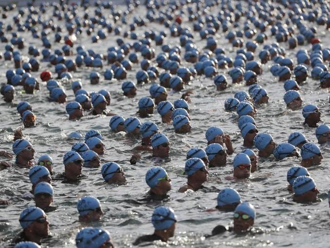 Triathleten aus aller Welt starten beim Ironman auf Hawaii. /AP/dpa