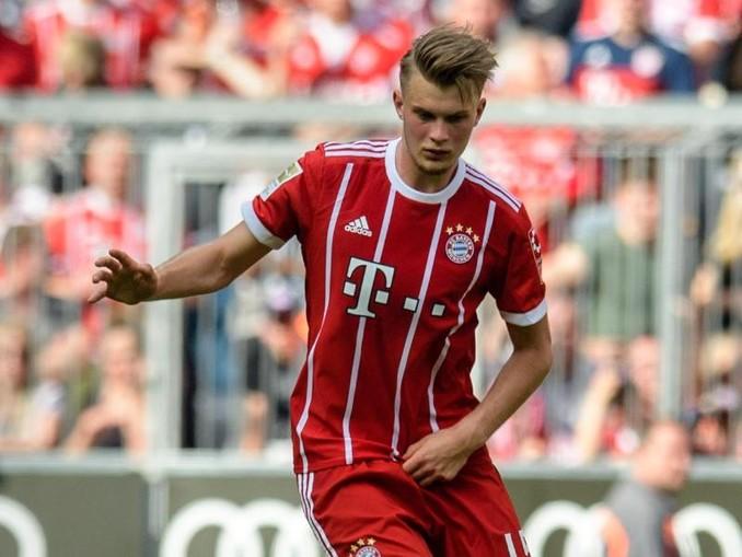 Lars Lukas Mai vom FC Bayern München spielt den Ball. /dpa/Archivbild