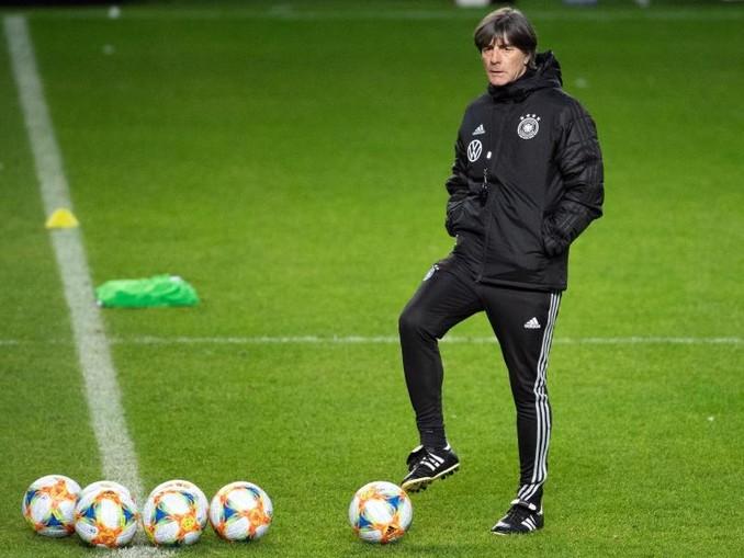 Bundestrainer Joachim Löw gibt heute den Kader für die letzten beiden EM-Quali-Spiele bekannt. /dpa/Archivbild