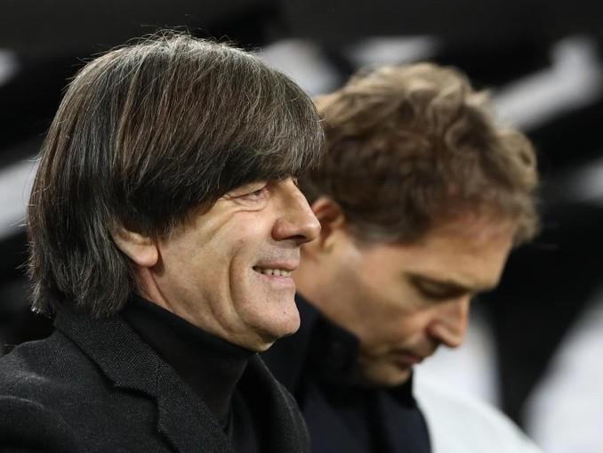 Joachim Löw stellte sich nach dem 4:0 gegen Weißrussland den Fragen der Medienvertreter. /dpa