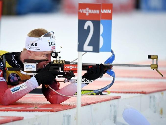 Norwegens Biathlon-Star Johannes Thingnes Bö beim Schießen. /Lehtikuva/dpa