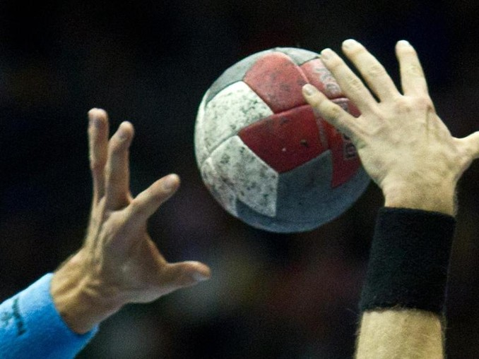 Handbal-Spieler in Aktion. /dpa-Zentralbild/dpa/Symbolbild
