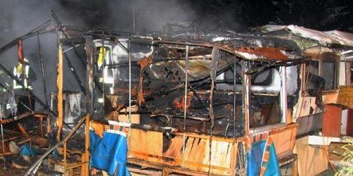 Zwei Menschen in Wohnwagen verbrannt