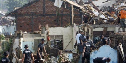 Über 200 Tote nach Dammbruch in Jakarta befürchtet