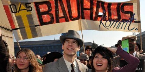 Bauhaus-Jubiläum mit Umzug eröffnet