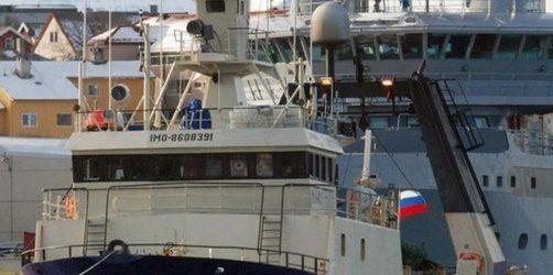 Fischtrawler sinkt in Arktis: Ein Seemann tot