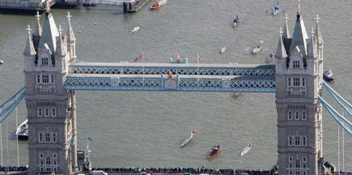 Lift in Tower Bridge stürzt ab - Sechs Verletzte