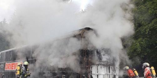Reisebus brennt aus - 44 Kinder gerettet