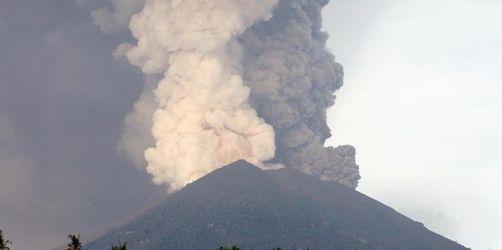 Vulkan auf Bali: Behörden rufen rund 100 000 Menschen zur Flucht auf