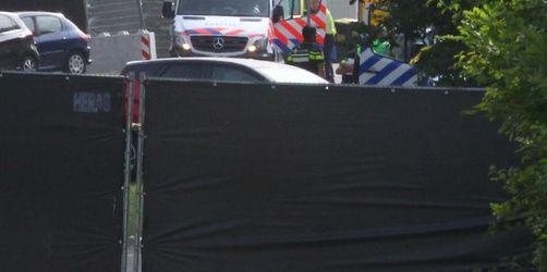 Kleinbus fährt nach Pinkpop-Festival in Besuchergruppe